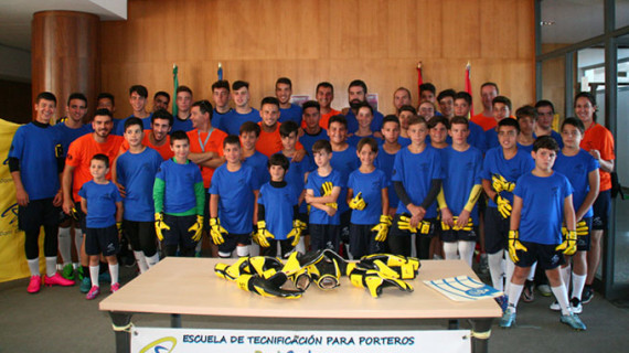 Comenzó en Cartaya el Campus de fútbol para porteros de Dani Cadena