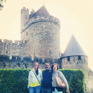 Con sus padres, en la ciudad medieval de Carcassonne.