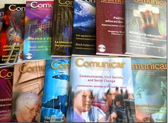 Algunos ejemplares de la prestigiosa revista Comunicar.