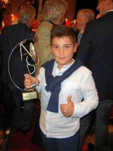 Hugo ha sido galardonado este 2016 por la Asociación Onubense de la Prensa Deportiva (AOPD) en la categoría de Promesa Deportiva.