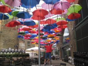 En la calle de los paraguas, en Borough Market.