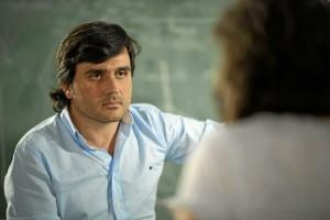 Fernando Arroyo dirige y el responsable del guión de este inquietante documental. En la imagen, un momento del rodaje de 'La Gran Ola'. / Foto: María Belón.