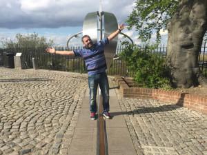 Txema sobre el meridiano de Greenwich.
