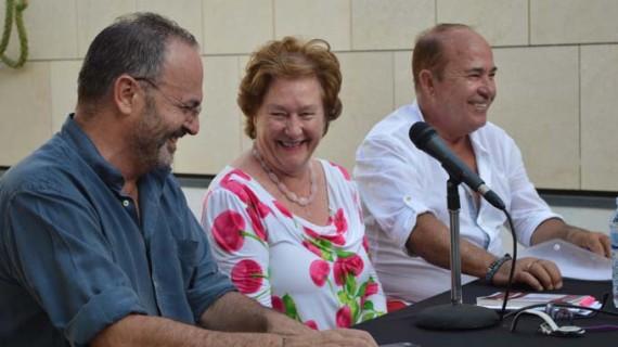 Augusto Thassio y Carmen Ciria llenan Punta Umbría de poesía