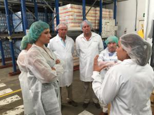 La delegada ha visitado las instalaciones de Salinas del Odiel.