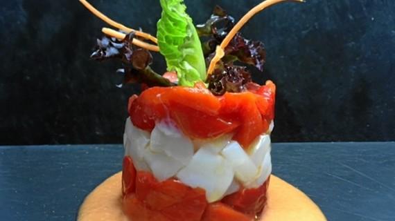 Timbal de pimientos rojos, bacalao y vinagreta de mostaza y miel