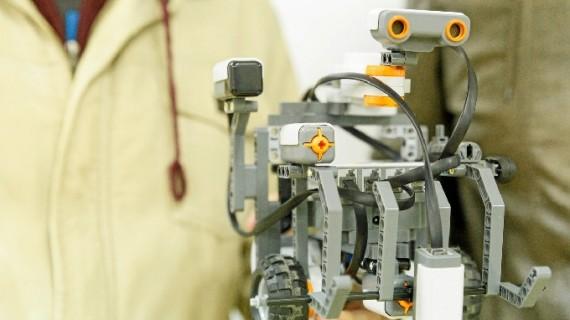 Alumnos del San Jorge crearon un robot para el Encuentro Anual de Robótica