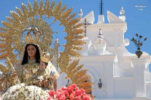 Los beasinos sienten una gran devoción hacia la Virgen de los Clarines. / Foto: Mar García.