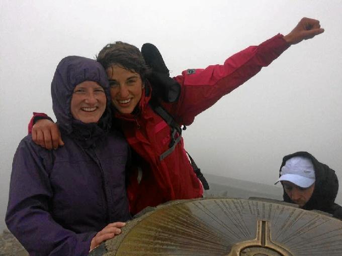 En la cima de la montaña más alta de Gales.