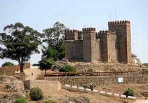 La cita se desarrolla en un entorno patrimonial privilegia. En la imagen, ,el Castillo de la localidad. / Foto: andaluciaturismodigital.com.