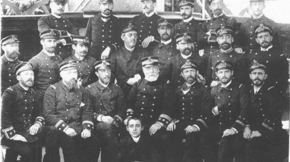 Buques de la Armada Española en Huelva en agosto, una tradición que ha conocido tres siglos