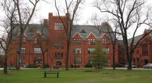 Obtuvo una plaza para estudiar en la Universidad de Wisconsi.