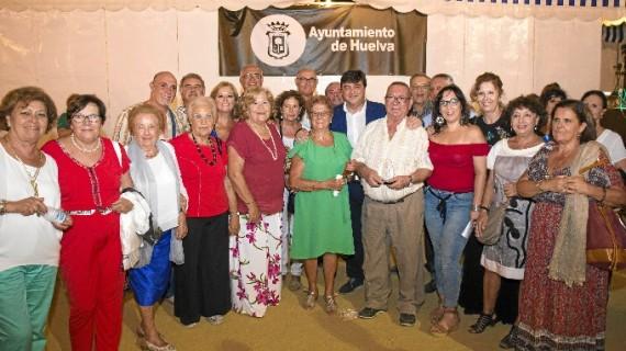 """Huelva reconoce el """"compromiso social y entusiasmo"""" de sus mayores con la elección de 'Los abuelos de las Colombinas'"""