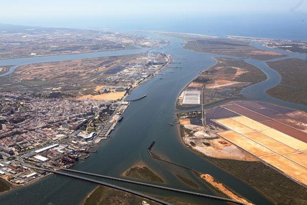 Una empresa portuguesa se hará cargo de Astilleros hasta final de año