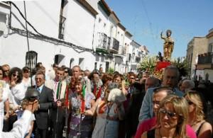 San Bartolomé de la Torre honra a su Patron, el que da nombre a la localidad,  en Agosto de cada año.