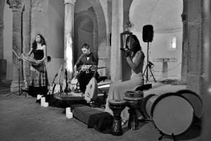 Clara Campos confiesa que le encantaría ofrecer un concierto en Huelva.