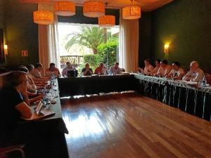 Un momento de la reunión de la Junta Directiva de Ajdepla en Islantilla.