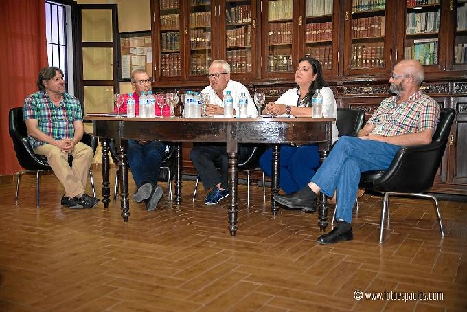 Mesa de ponentes en Corrales. / Imagen de Fotoespacios.