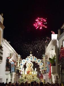 La Virgen del Reposo procesionando por las calles de Valverde.