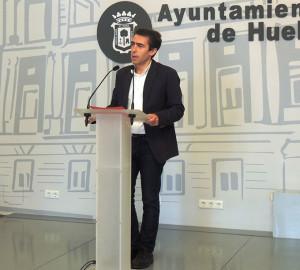 Antonio Ramos, concejal de Presidencia y Relaciones Institucionales, en el momento de presentar este evento.
