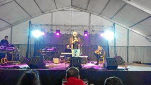 Durante su actuación en las Fiestas de San Sebastián de la capital onubense.