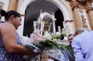 El paso procesional de la imagen salió a la puerta de la iglesia de la Concepción.