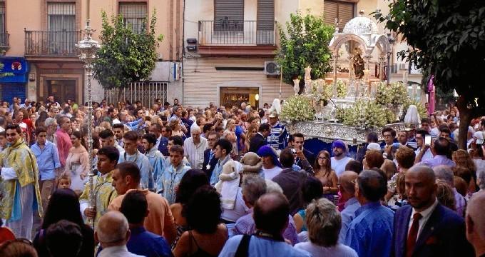 Solemne procesión de la Virgen de la Cinta por las calles de Huelva