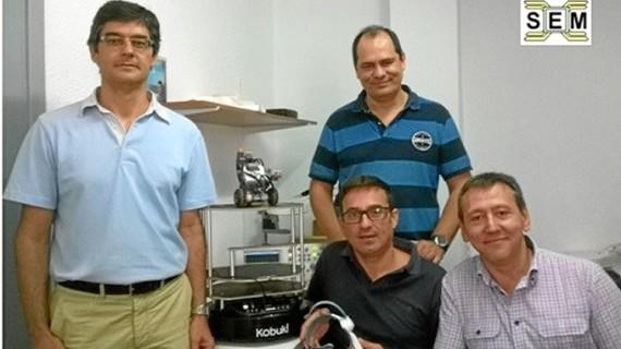 Profesores de la Onubense desarrollan herramientas de control sobre un robot móvil mediante ondas cerebrales