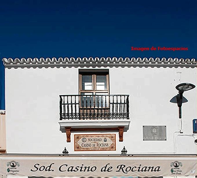 Fachada del Casino de Rociana del Condado.