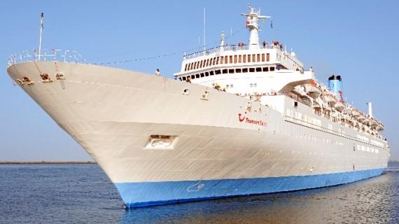 El buque Thomson Spirit recala por séptima vez este año en el Puerto de Huelva con más de 1.200 pasajeros