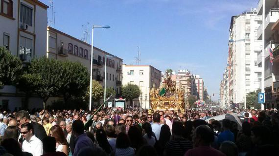Huelva se echa a la calle para disfrutar de la Procesión Magna