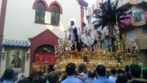 La Hermandad de la Borriquita, ante el Convento de las Hermanas de la Cruz.
