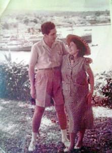 Una imagen del matrimonio poco tiempo antes de abandonar la isla. Sara se encontraba en ese momento embarazada.