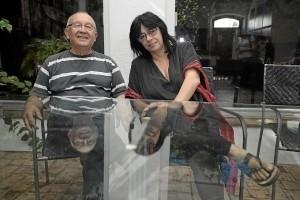 Juan Manuel Seisdedos y Lourdes Santos en el Centro de Arte 'Harina de otro costal'. / Foto: José Carlos Palma.