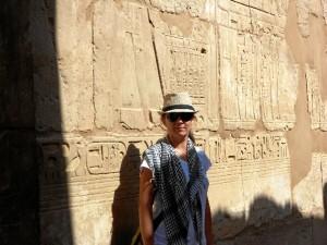 La restauradora y conservadora onubense, Inés García Martínez, en Luxor, Egipto.