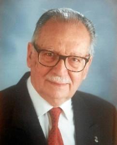 El onubense cuenta en su haber con numerosas publicaciones y es articulista y colaborador de numerosos diarios y revistas.