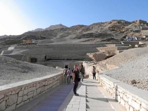 Entrada a una de las múltiples tumbas de nobles situadas muy cerca del templo de Tutmosis III.