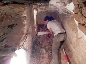 Muchos hallazgos requieren una intervención de urgencia 'in situ'. En la imagen, tumba XIV donde fueron halladas importantes joyas.