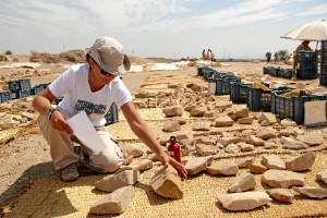 Un momento del trabajo de documentación en el templo de Tutmosis III.
