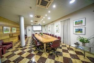 Imagen de la sala donde se han situado los cuadros.