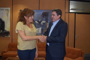 Zarza y Ruiz sellan el acuerdo de colaboración.