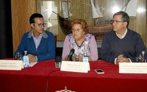 La Alcaldesa durante la presentación junto al concejal de Cultura y el presidente del Laud,