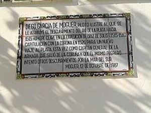 El 12 de octubre de 1987, Moguer le dedicó una calle a este ilustre marino.