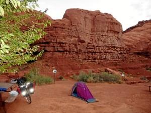 Su bici, en la zona de Monument Valley.