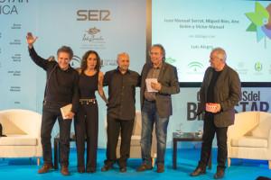Miguel Ríos, Ana Belén, Víctor Manuel y Joan Manuel Serrat junto al periodista Alegre.