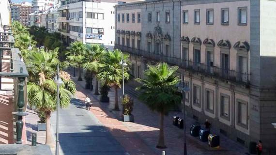 El colectivo 'Tendaleras' plantea llevar el Rectorado de la Universidad al edificio de Hacienda y el Conservatorio a la antigua Prisión