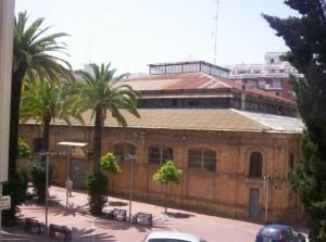 Otra perspectiva del edificio, declarado BIC.