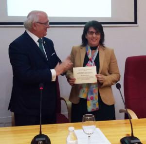 Premio a la Doctora Velasco.