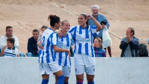 Vera Diatel celebrando un gol de Martín-Prieto en un partido con el Levante.