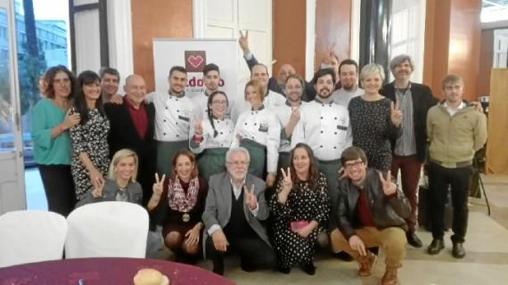 Muestra de solidaridad de los onubenses participando en el almuerzo organizado por la Fundación Valdocco
